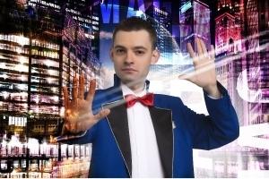 Iluzjonista Adrian Mitoraj